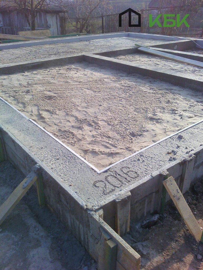 Каркасне будівництво будинків фото фундаменту